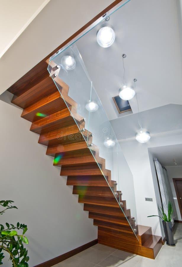 Escaleras Modernas Con La Barandilla De Cristal Imagen de archivo
