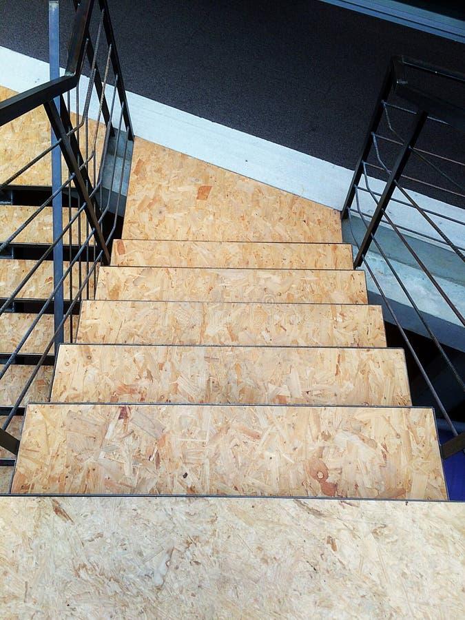 Escaleras modernas hechas de cosas reutilizables fotografía de archivo libre de regalías