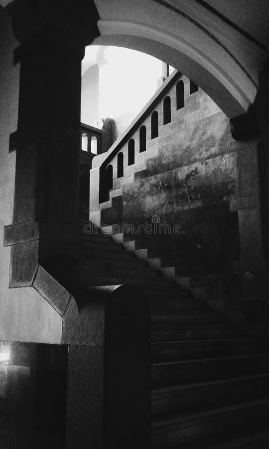 Escaleras oscuras foto de archivo libre de regalías