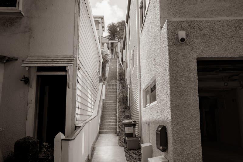 Escaleras que llevan hacia arriba imagen de archivo libre de regalías