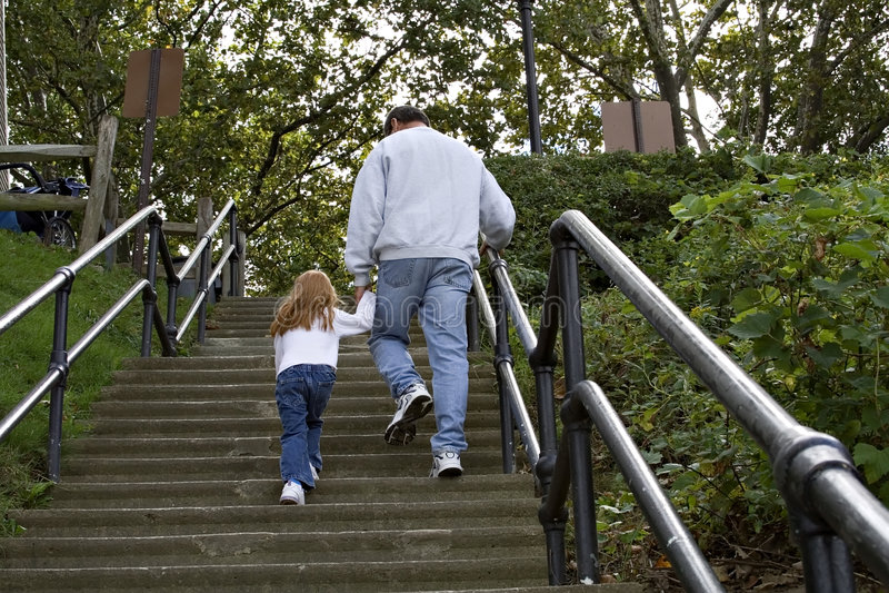 Escaleras que suben imagen de archivo libre de regalías