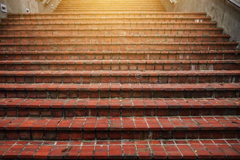 Escaleras que suben a la luz foto de archivo libre de regalías