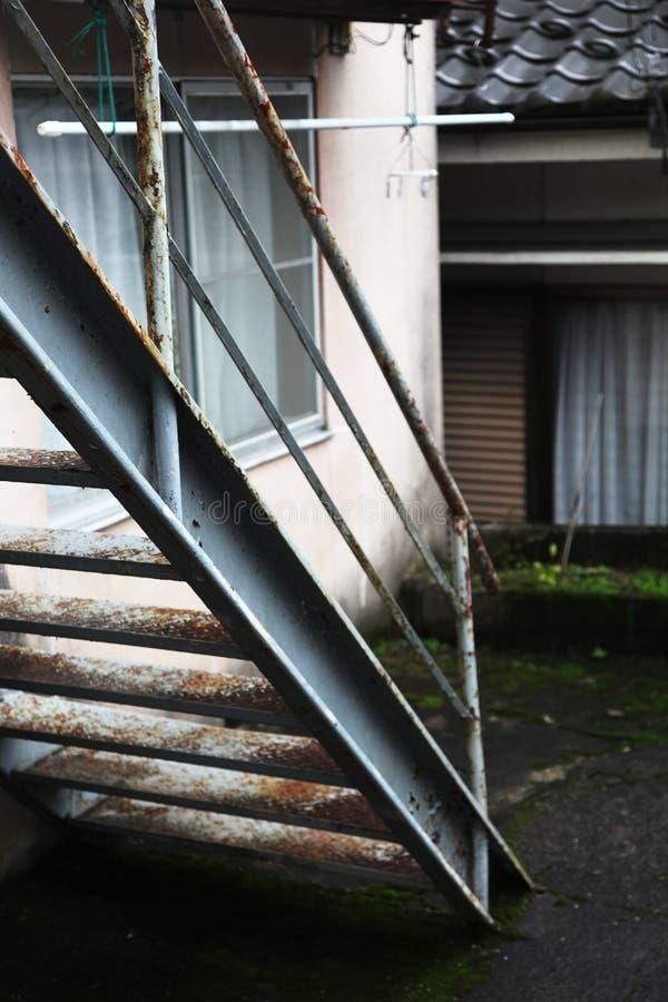 Escaleras viejas del metal foto de archivo libre de regalías