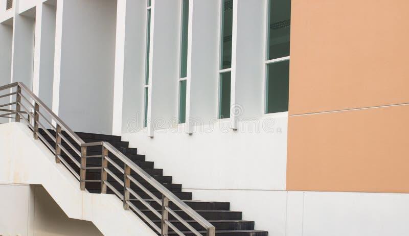Download Escaleras Y Barandilla Negras Modernas Del Metal Imagen de archivo - Imagen de alto, decoración: 42431965