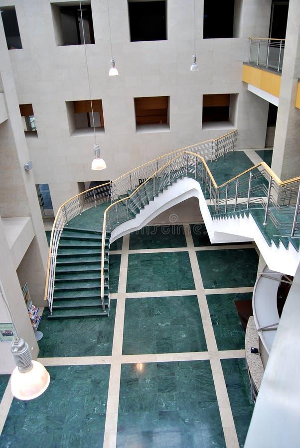 Escaleras y pasillo verdes fotografía de archivo libre de regalías