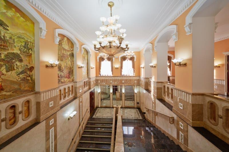 Escaleras y pasillos internos de la casa central de la cultura foto de archivo libre de regalías