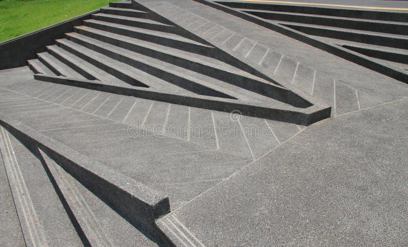 Escaleras y rampas hechas de los cementos imagen de archivo