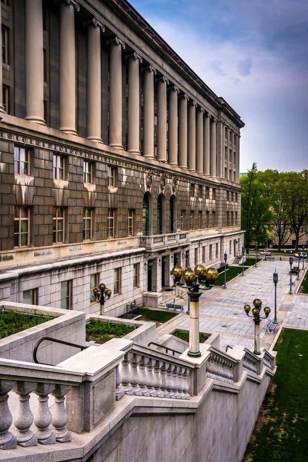 Escaleras y un edificio en el complejo del capitolio en Harrisburg, Penn imagen de archivo libre de regalías