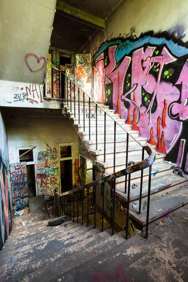 Escalier abandonné image stock