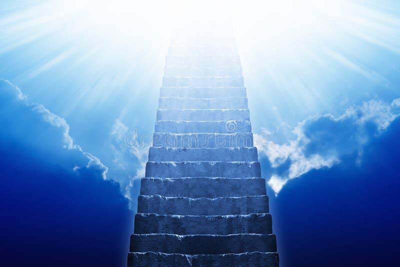 Escalier amenant au ciel photographie stock libre de droits