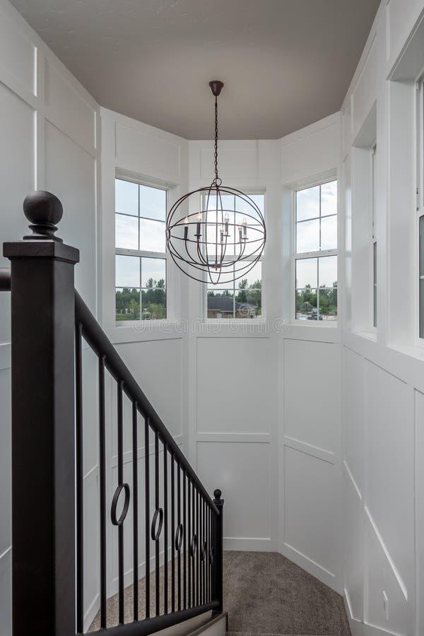 Escalier architectural nouvellement construit à la maison image libre de droits