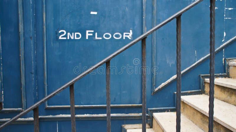 Escalier au deuxième étage images stock