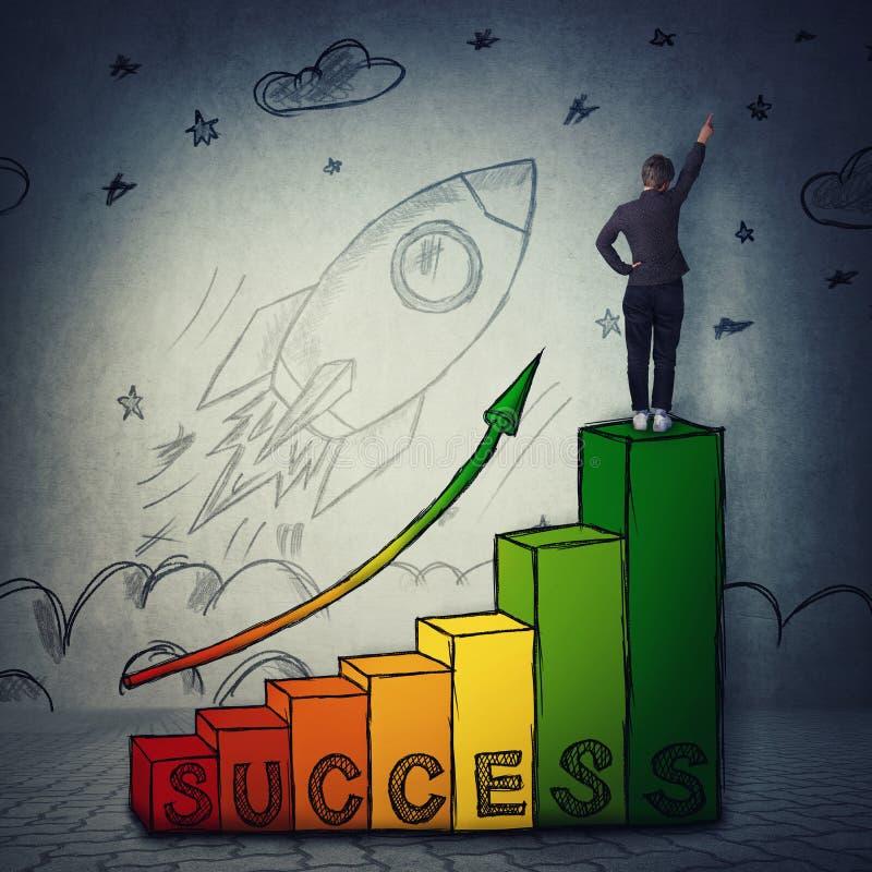 Escalier au succ?s, le concept de d?marrage professionnel de croissance et d'accomplissements et un lancement de fus?e d?coller photos libres de droits
