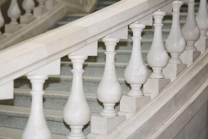 Escalier blanc de marbre Style antique dans l'architecture photographie stock
