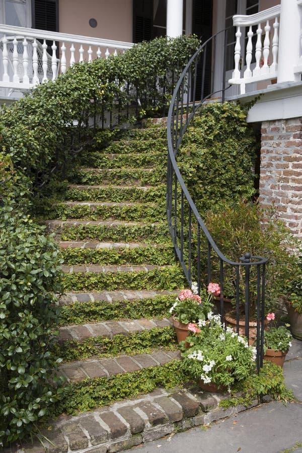 Download Escalier Charleston image stock. Image du ironwork, maison - 2141171