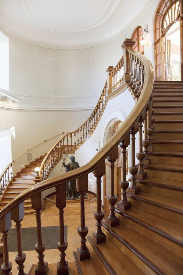 Escalier d'une bibliothèque photographie stock