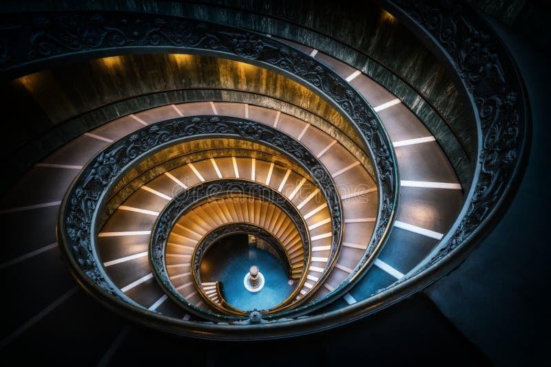 Escalier dans des musées de Vatican, Vatican, Rome, Italie photo libre de droits