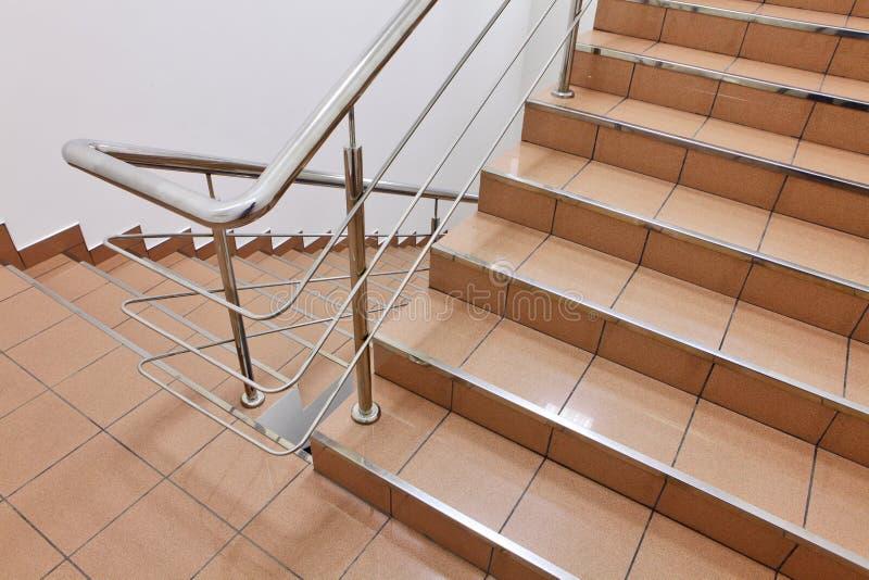 Escalier dans l'intérieur photos stock