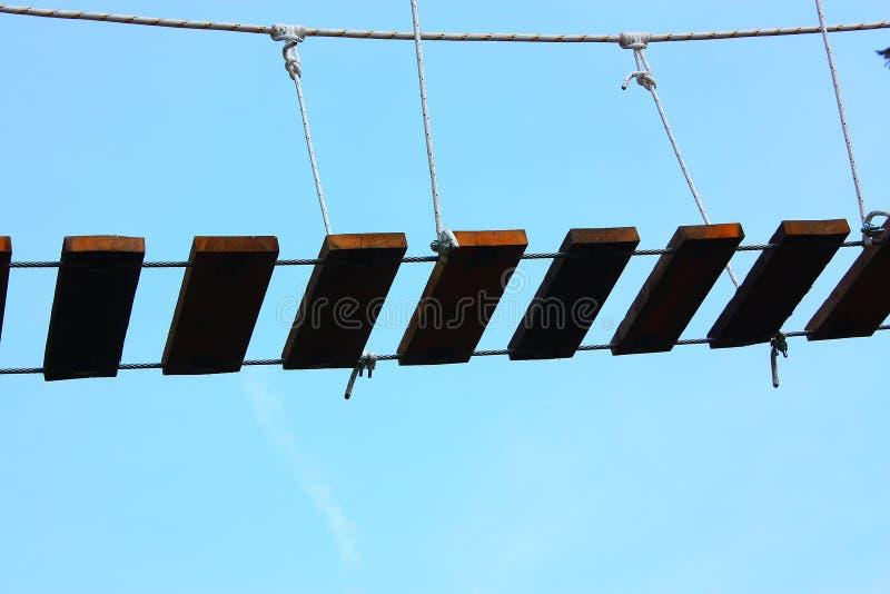Escalier dans le ciel bleu photos libres de droits