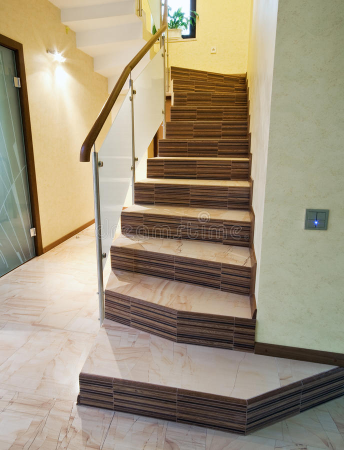 Escalier dans une maison photo stock