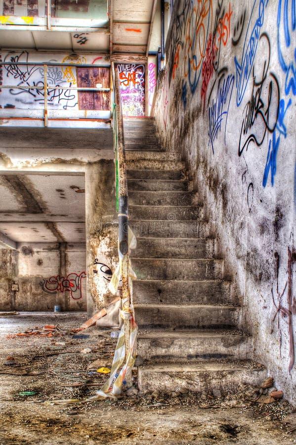 Escalier de construction abandonné photographie stock