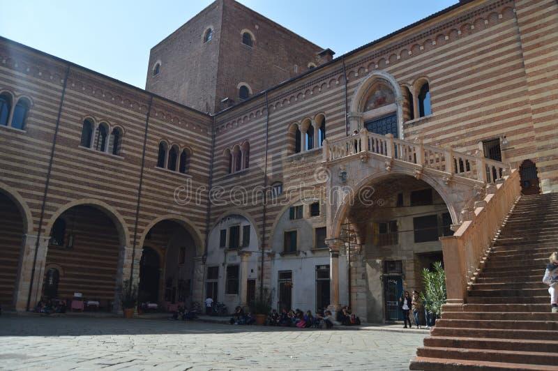 Escalier de la raison de Dante à Vérone image libre de droits