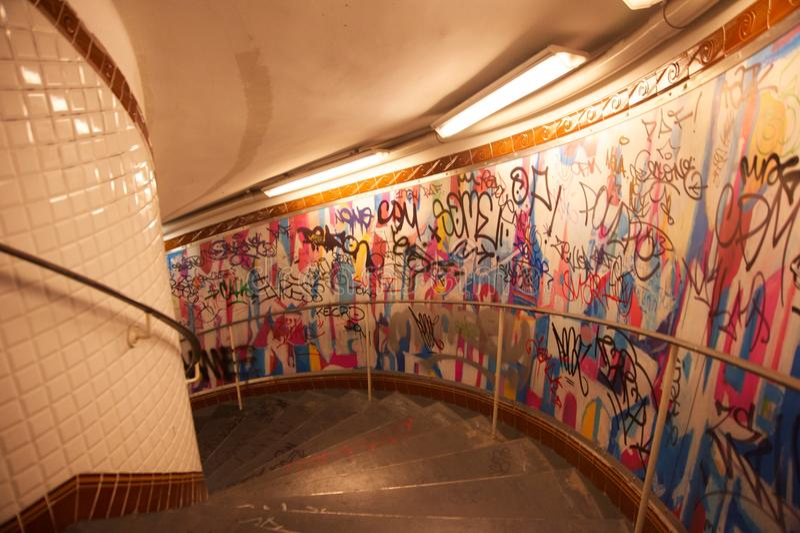 Escalier De Métro D\'abbesses De Paris Images libres de droits ...