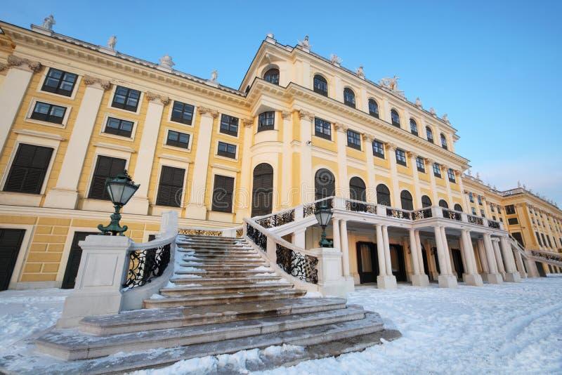 Escalier de palais de Schonbrunn à l'hiver ensoleillé photo stock