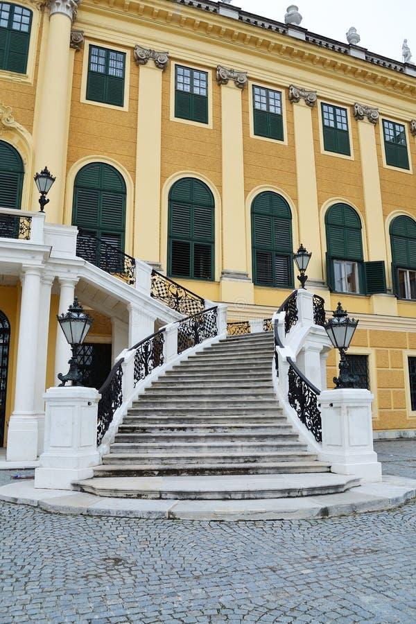 Escalier de palais de Schonbrunn image libre de droits