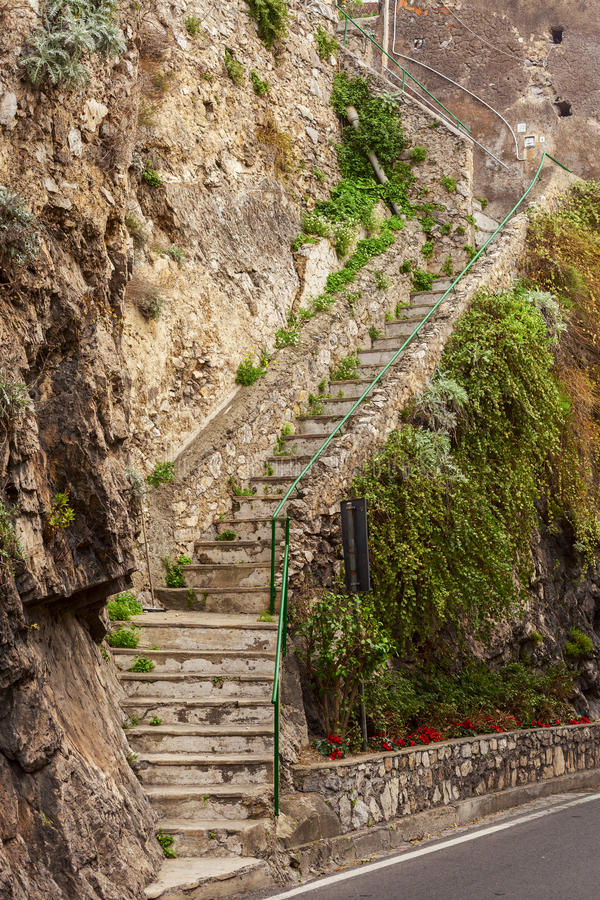 Escalier de roche dans le positano image libre de droits