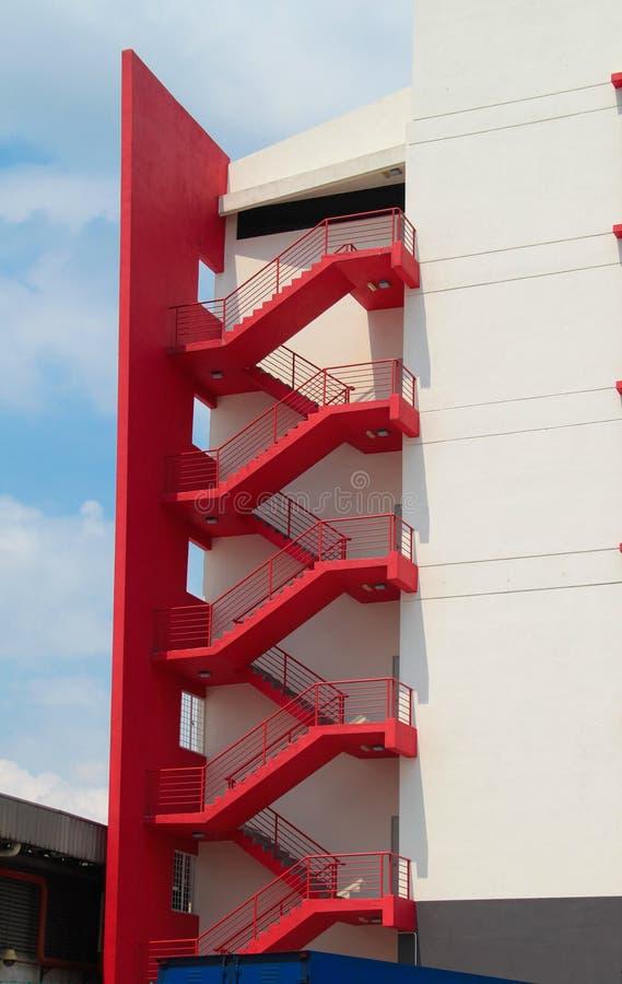Très Escalier De Secours à L'extérieur D'un Bâtiment Image stock  PP44