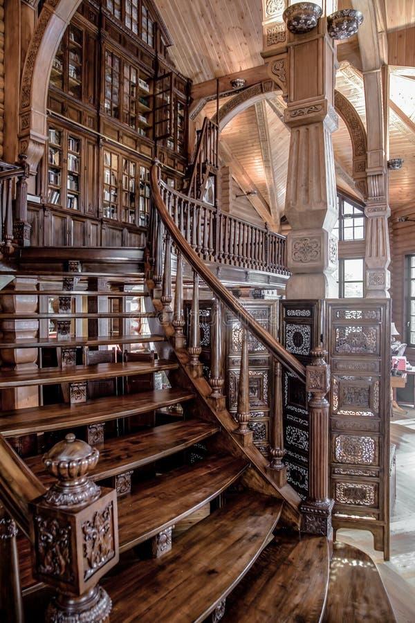 Escalier en bois de vintage images libres de droits