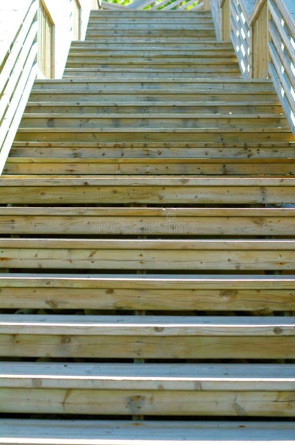 Escalier en bois dehors image stock