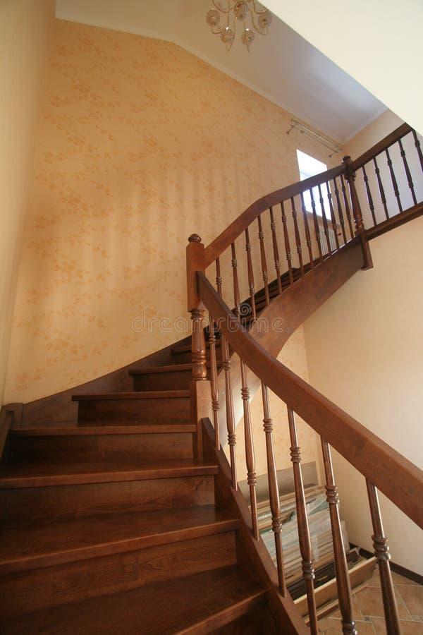 Escalier en bois luxueux photographie stock libre de droits