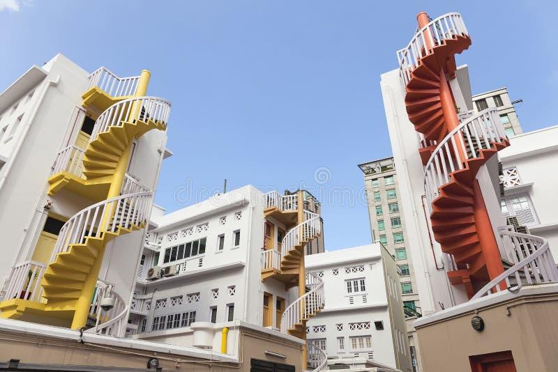 Escalier en spirale coloré dans la région de Bugis photos stock