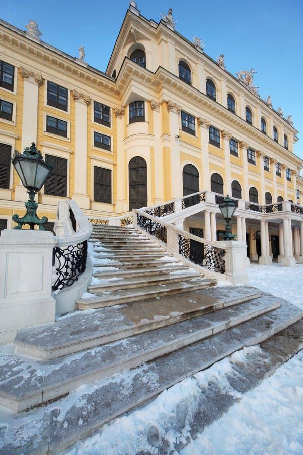 Escalier et lanterne de palais de Schonbrunn image libre de droits