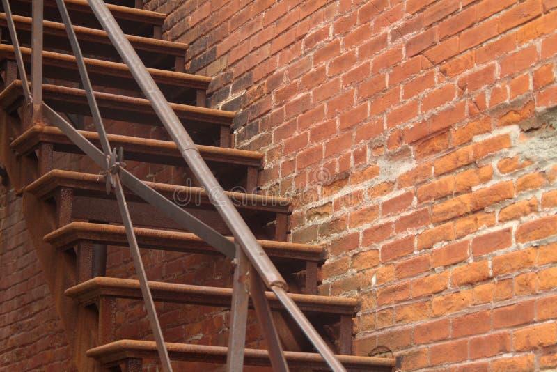 Escalier Extrieur Du Centre Avec Le Mur De Briques Photo Stock