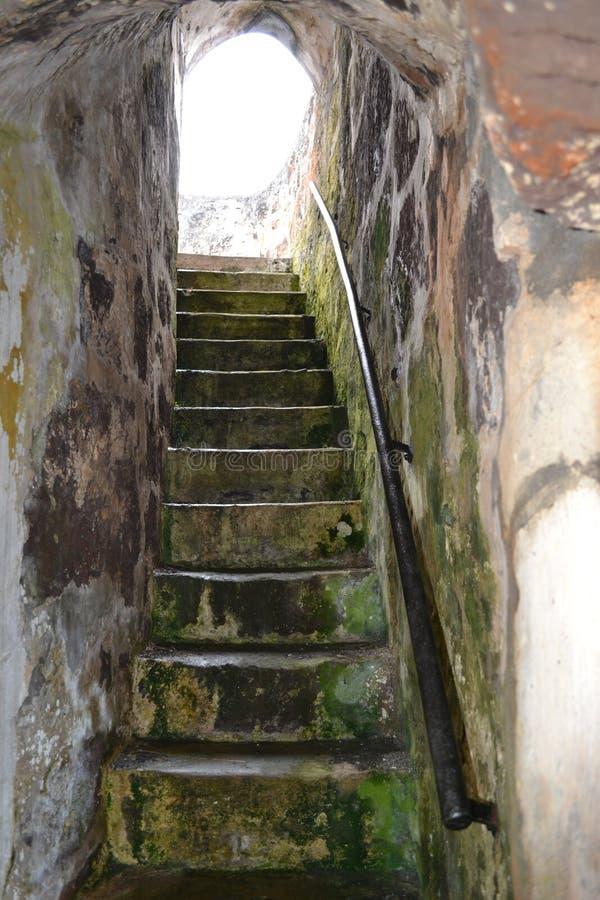 Escalier inclus dans la forteresse sur l'île de la Ste.Hélène image stock