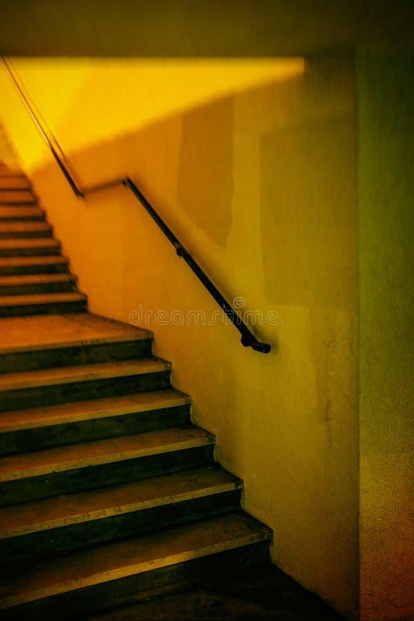 Escalier jaune photo libre de droits