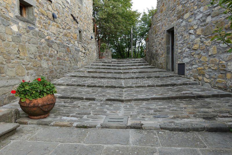 Escalier médiéval en ferme antique de la Toscane, Italie, l'Europe photos libres de droits