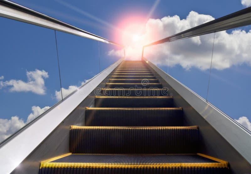 Escalier mobile et ciel bleu image stock