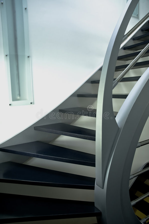 Escalier moderne en métal photos stock