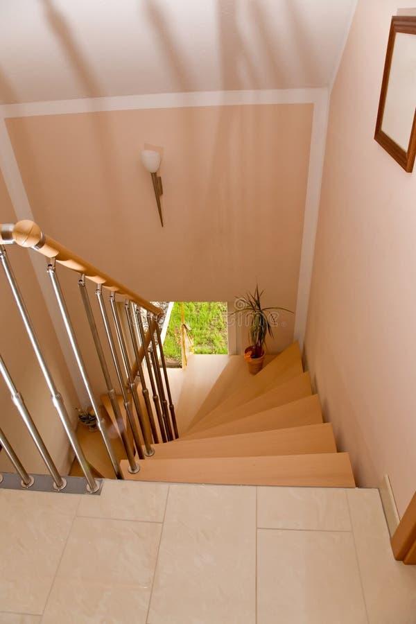 Escalier neuf. photographie stock libre de droits