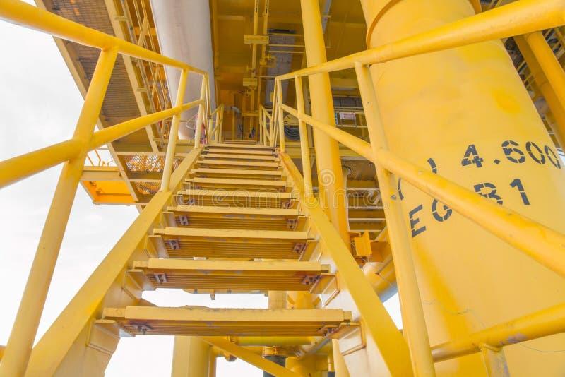 Escalier pour le processus de fabrication de pétrole et de gaz photos libres de droits