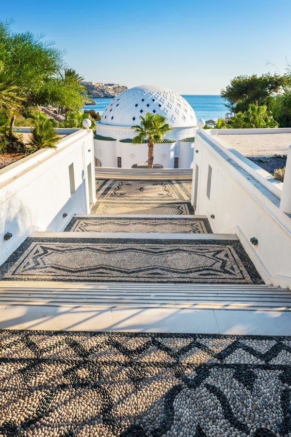 Escalier principal à couvrir d'un dôme dans Kalithea Rhodes, Grèce - textotez le transl image libre de droits