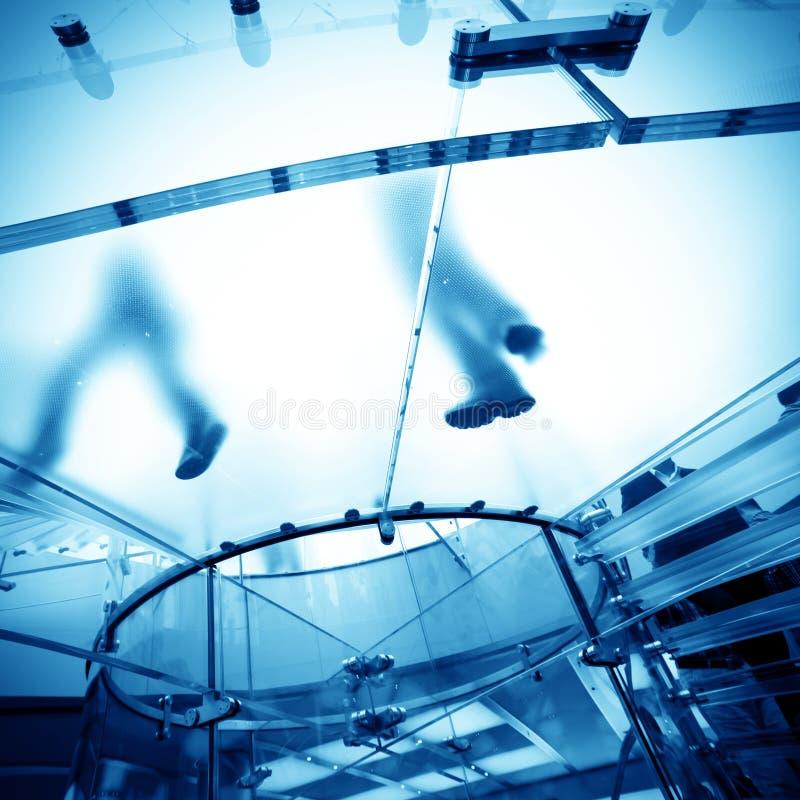 Escalier spiralé en verre photos stock