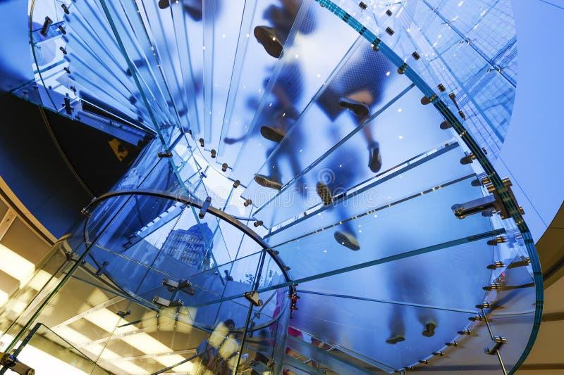Escalier spiralé en verre moderne photos libres de droits