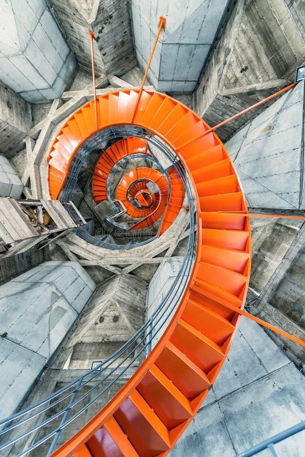 Escalier spiralé orange photos stock