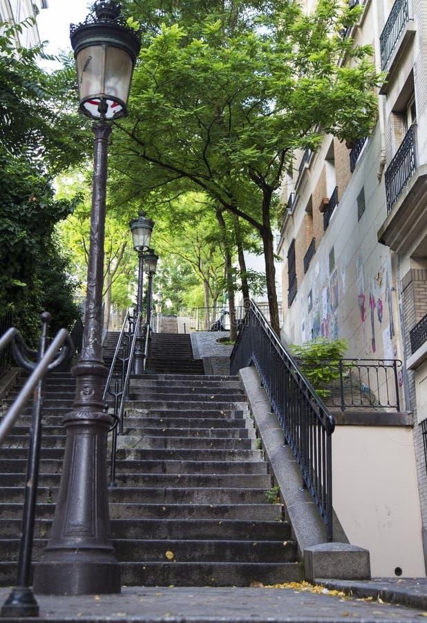 escalier typique de montmartre paris france photo stock image du fa ade destinations 42645060. Black Bedroom Furniture Sets. Home Design Ideas