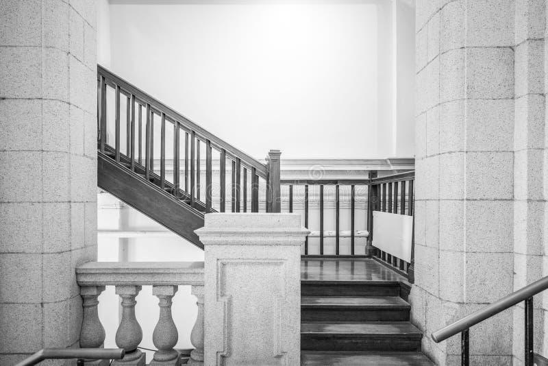 escalier vide en noir et blanc image stock image du architecture perspective 78609053. Black Bedroom Furniture Sets. Home Design Ideas